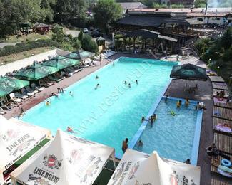 Спасаемся от жары в бассейне «Ағайын»
