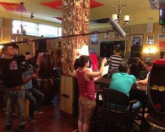 Съемки казахстанского сериала в Old Trafford Pub