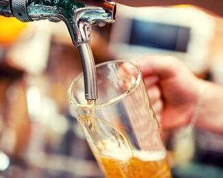Пей пиво выгодно: акция в ресторане «Греческая таверна»