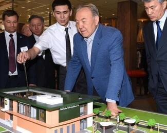 Назарбаев посетил первый казахстанский McDonald's в Астане