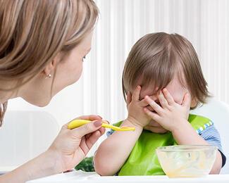 Маленькие гурманы: 9 способов приучить ребенка к «взрослой» еде
