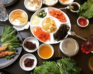 За корейской кухней в кафе Kim chi