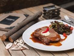 На «мясе»: 10 заведений, где можно поесть стейки в Алматы