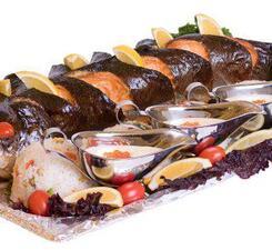 Сёмга запечённая целиком с икорно-сливочным соусом