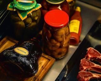 Лавка мясных деликатесов в Ziyafet Steak House!